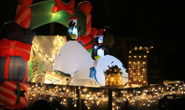 christmas-parade-letters-to-santa-float