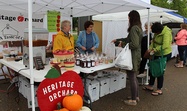 crafty-apple-heritage-orchard-stand