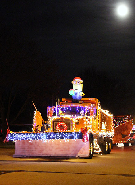 chilton-christmas-parade-minion-float
